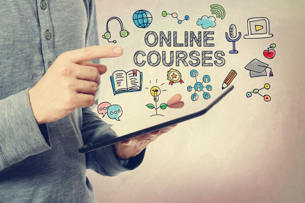 Online Learning vs Traditional Education